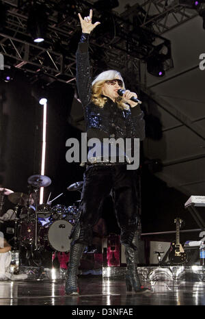 US superstar Madonna performs at the 'Coachella Valley Music and Arts Festival, in Indio, CA, USA, 1 May 2006. The - Stock Photo