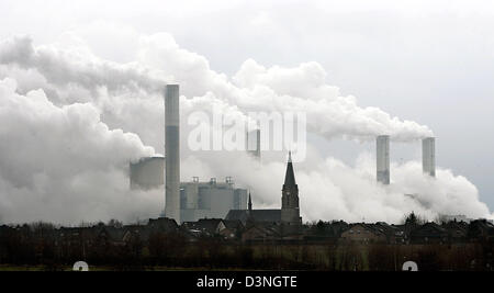 The picture shows RWE's brown-coal-burning power plant in Neurath, Germany, Wednesday, 08 February 2006. Photo: - Stock Photo