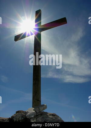 The photo shows the summit cross on the Athos mountain in front of the sun, Greece, 24 April 2006. Photo: Juergen - Stock Photo