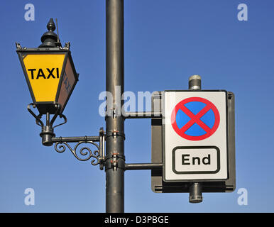 London, England, UK. Taxi lamp and traffic sign outside the Houses of Parliament - Stock Photo