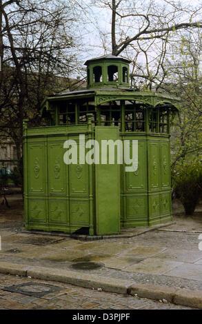 Berlin, GDR, historic house at Senefelder toilet seat - Stock Photo