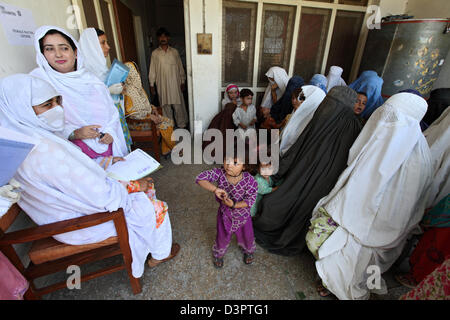 Peshawar, Pakistan medicine. Supply of flood victims in a clinic - Stock Photo