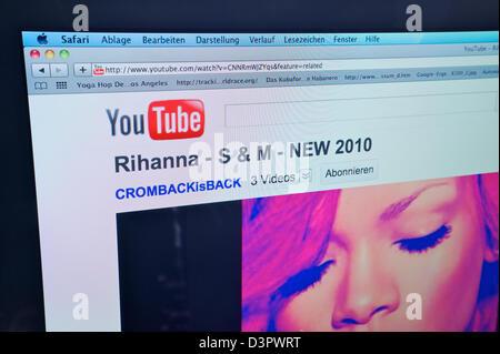 Hamburg, Germany, website YouTube on an Apple iMac - Stock Photo