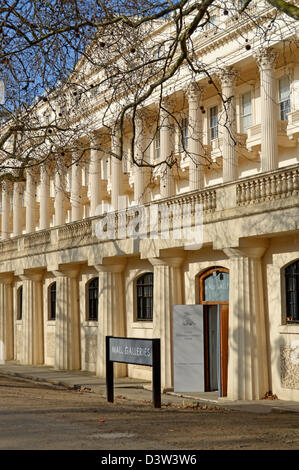 Facade of the mall galleries building in london england for 17 carlton house terrace london