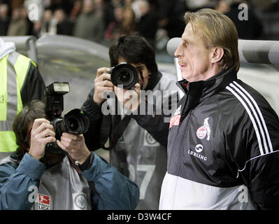 1.FC Cologne's head coach Christoph Daum (R) is surrounded by photographers prior to the round of last 16 German - Stock Photo