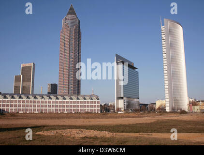 The photo shows the skyscraper 'Pollux' (R), its smaller twin brother 'Castor' (C), forming the 'Forum Frankfurt' - Stock Photo