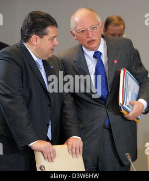 German Minister of Environment Sigmar Gabriel (L) and Guenter Verheugen (R), Vice-President of the European Commission - Stock Photo