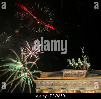 Fireworks explode in the sky over the Brandenburg Gate of Berlin, Germany, 01 January 2008. More than one million - Stock Photo
