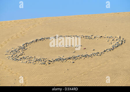Love message in stones on sand M loves R on sand dune Playa del Inglés, Gran Canaria - Stock Photo
