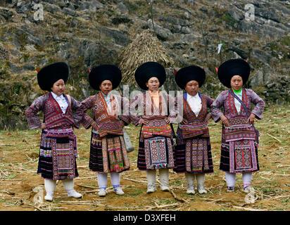 Short horn Miao women in western Guizhou province. - Stock Photo