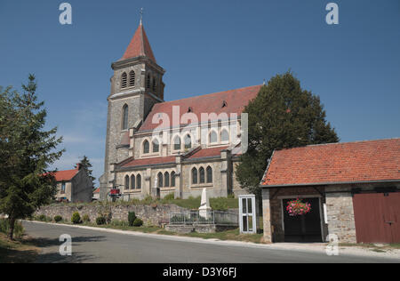 The village church in the pretty village of Lucy-le-Bocage, Aisne department, Picardy, northern France. - Stock Photo