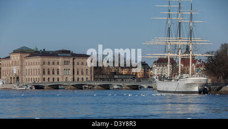 af Chapman sailing ship with the Stockholm Sweden National Museum in the background. - Stock Photo