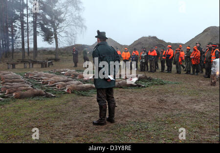 Lehnitz, Germany, the Jaeger look killed game on the ground - Stock Photo