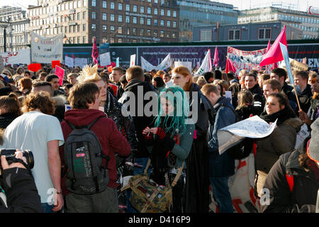 Copenhagen, Denmark. 28th February 2013. Students from all over Denmark are demonstrating at the City Hall Square - Stock Photo