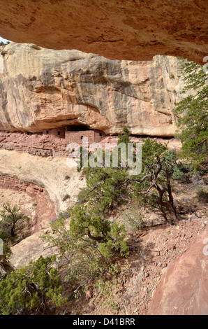 Native American cliff dwelling in Southern Utah. - Stock Photo