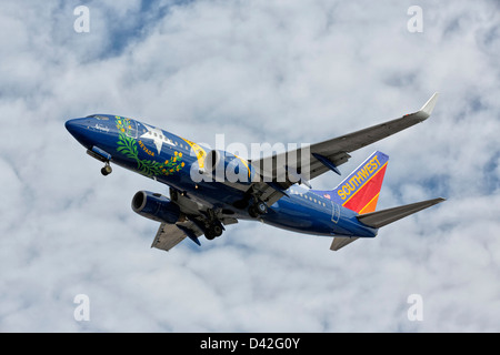 A Boeing 737 of Southwest airlines on final approach - Special Nevada state paint scheme - Stock Photo