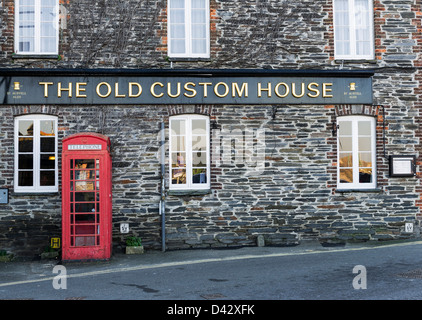 The Old Custom House pub in Padstow. - Stock Photo