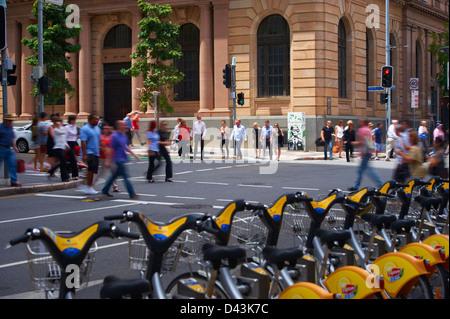Brisbane city pedestrians & traffic - Stock Photo