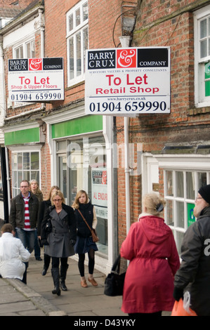 shops shop to let on high street uk empty vacant highstreet highstreets retail space retailers shut closed - Stock Photo