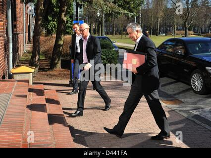 Mayor of BerlinKlaus Wowereit (R), member of the airport's supervisory board, arrives at the congress center at - Stock Photo