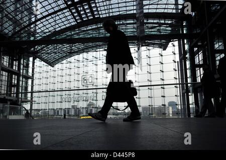 Travellers walk with their lugagge on one of the several levels of the central station in Berlin, Germany, 18 March - Stock Photo