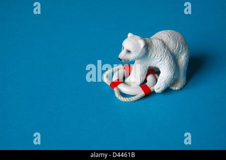 Illustration - A miniature polar bear is pictured with one of his paws inside of a safety buoy in Berlin, Germany, 25 December 2007. Photo: Berliner Verlag/S.Steinach