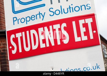 students let sign outside rented house - Stock Photo