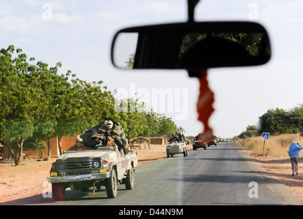 NIGER, about 2000 soldier from Chad with armed Toyota pickup on the way to Mali, they are part of ECOWAS mission - Stock Photo