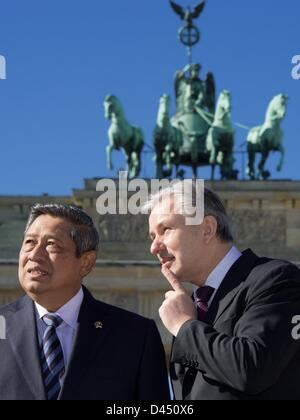 Berlin, Germany. 5th March 2013. Berlin's governing mayor Klaus Wowereit (R) and the President of Indonesia, Susilo - Stock Photo