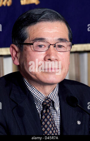 Tokyo, Japan. 6th March, 2013. Norio Kanno, Mayor of Iitate Village, Fukushima speaks during a press conference - Stock Photo