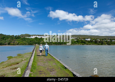 Walkers on the Victorian causeway in Mulranny, County Mayo, Ireland. - Stock Photo