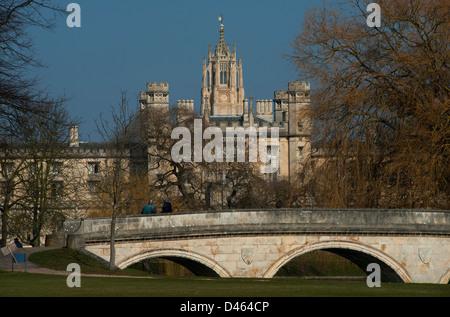 Cambridge University. Trinity Bridge on the backs and St Johns College in background. 5-3-2013 - Stock Photo