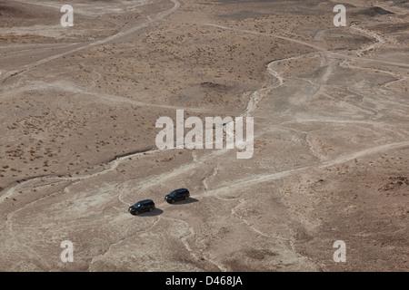 Ford Explorer 4x4 vehicles on a desert trail in the Californian desert - Stock Photo