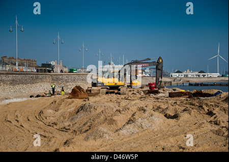 Repair work being carried out on the seawall at Lowestoft's south beach. Gulliver shown in the background. - Stock Photo