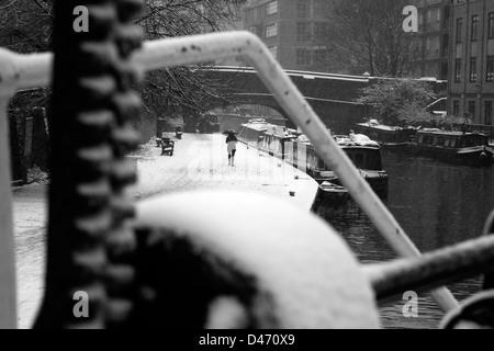 Snow on the Regent's Canal by City Road Basin, Islington, London, UK - Stock Photo