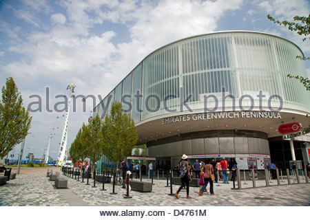 The Emirates Air Line (also known as the Thames cable car), across the River Thames in London, England - Stock Photo