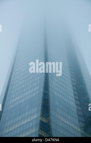 London, UK. 7th March 2013. The Shard building in London is shrouded in thick fog. Credit:  amer ghazzal / Alamy - Stock Photo