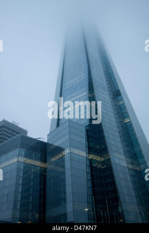 London, UK. 7th March 2013. The Shard skyscraper building in London is shrouded in thick fog. Credit:  amer ghazzal - Stock Photo
