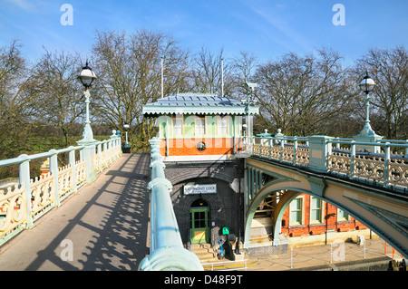 Richmond Lock and footbridge, Richmond upon Thames, Greater London, England, UK - Stock Photo