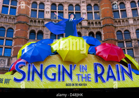 An advert for the musical 'Singin' in the Rain' covers the front of the Palace Theatre. - Stock Photo