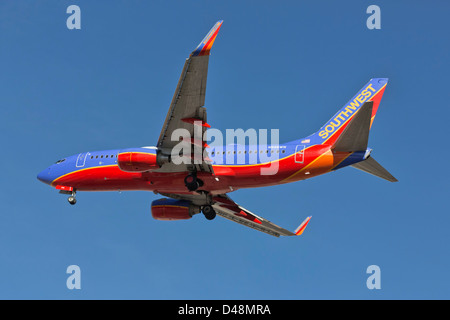 A Boeing 737 of Southwest airlines on final approach - Stock Photo
