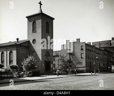 St. Luke's Chapel and Old Houses, Hudson, corner of Grove, M... - Stock Photo