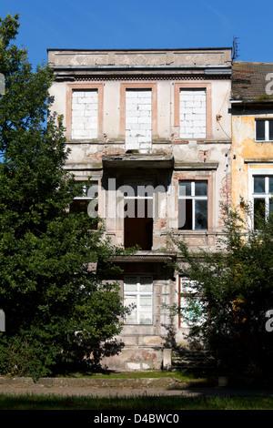 Kolobrzeg, Poland, unrefurbished house - Stock Photo