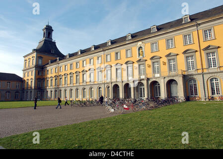 The picture shows the main building of the Friedrich-Wilhelm-university in Bonn, Germany, 25 January 2008. The building - Stock Photo