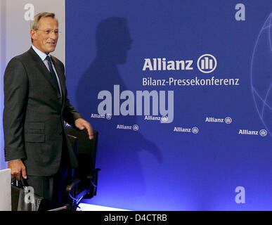 Allianz SE CEO Michael Diekmann arrives for the group's balance press conference in Munich, Germany, 21 February 2008. Europe's biggest insurer Allianz prefers to be cautious for the coming financial year despite booking a record profit in the past year with its economic turmoils on the financial markets. Having to absorb billions of charges in the course of crisis-hit US housing m