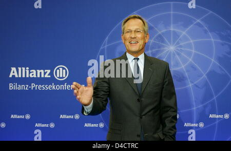 Allianz SE CEO Michael Diekmann gestures before the group's balance press conference in Munich, Germany, 21 February 2008. Europe's biggest insurer Allianz prefers to be cautious for the coming financial year despite booking a record profit in the past year with its economic turmoils on the financial markets. Having to absorb billions of charges in the course of crisis-hit US housi