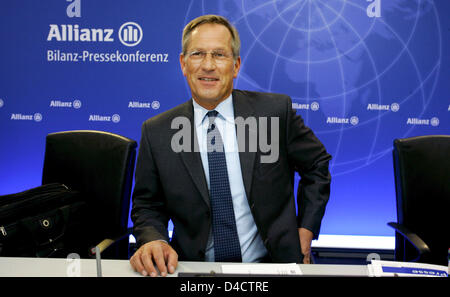 Allianz SE CEO Michael Diekmann smiles before the group's balance press conference in Munich, Germany, 21 February 2008. Europe's biggest insurer Allianz prefers to be cautious for the coming financial year despite booking a record profit in the past year with its economic turmoils on the financial markets. Having to absorb billions of charges in the course of crisis-hit US housing