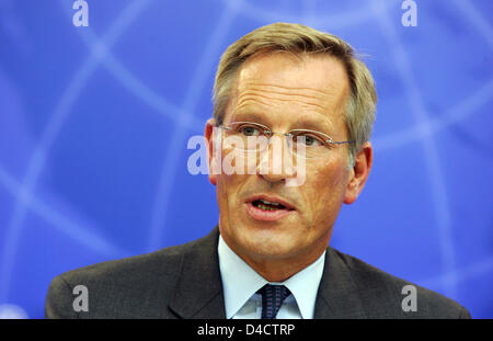 Allianz SE CEO Michael Diekmann pictured during the group's balance press conference in Munich, Germany, 21 February 2008. Europe's biggest insurer Allianz prefers to be cautious for the coming financial year despite booking a record profit in the past year with its economic turmoils on the financial markets. Having to absorb billions of charges in the course of crisis-hit US housi