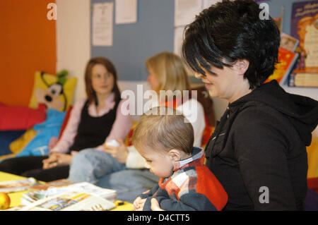 Young mother Jasmin Akcagear (R), her son Daniel, Anke Wolter (L) and Susanne Moog (C) are pictured in the multigenerational - Stock Photo