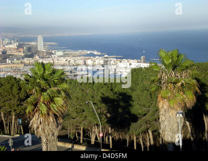 The picture shows a view of the old harbour of Barcelona from the Montjuic mountain, Spain, 29 February 2008. Photo: - Stock Photo